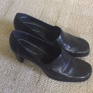 Naturalizer Theo Black Leather Heels 9M